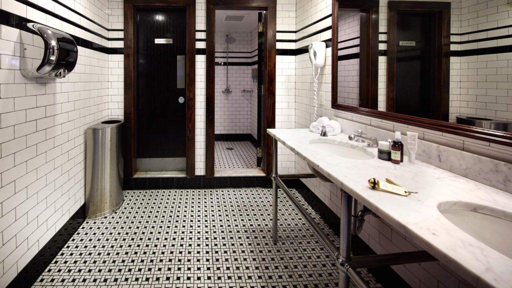 Jane Hotel baño compartido