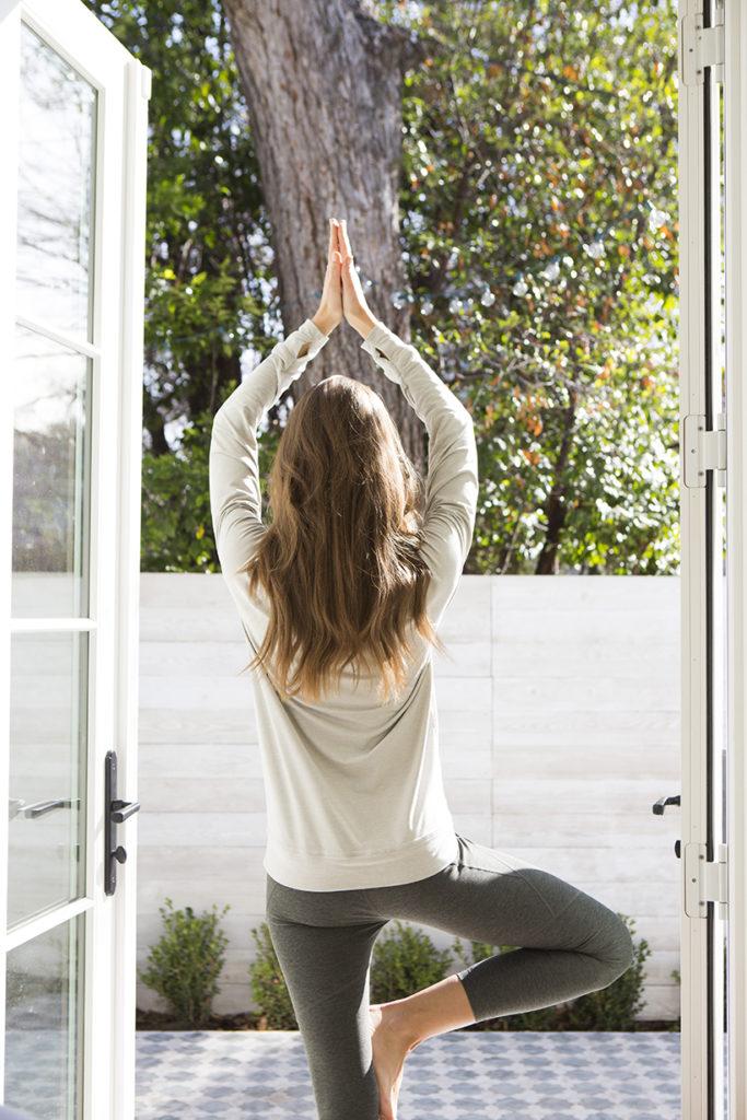 cuidarse haciendo yoga