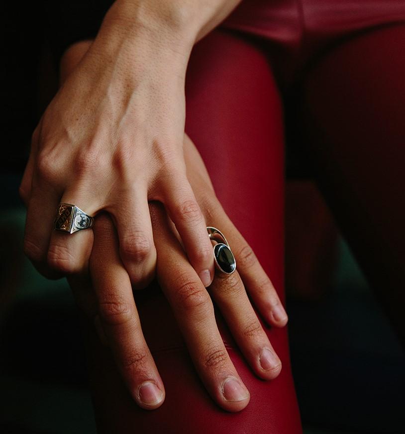 decir te quiero en 5 idiomas - manos entrelazadas