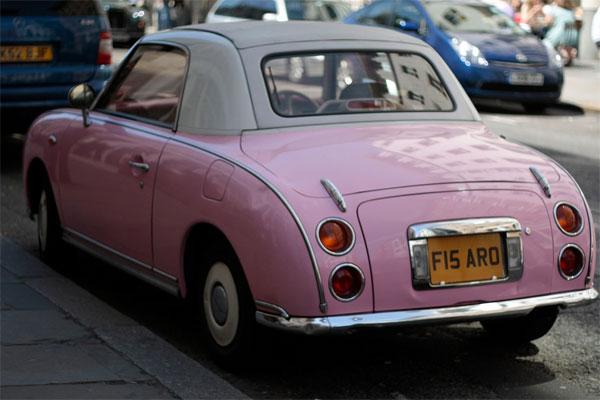 pequeño placer paseo en coche antiguo