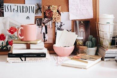 hacer limpieza en casa en el escritorio