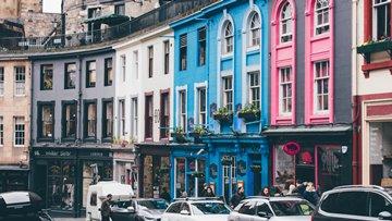 Calle colorida de Edimburgo