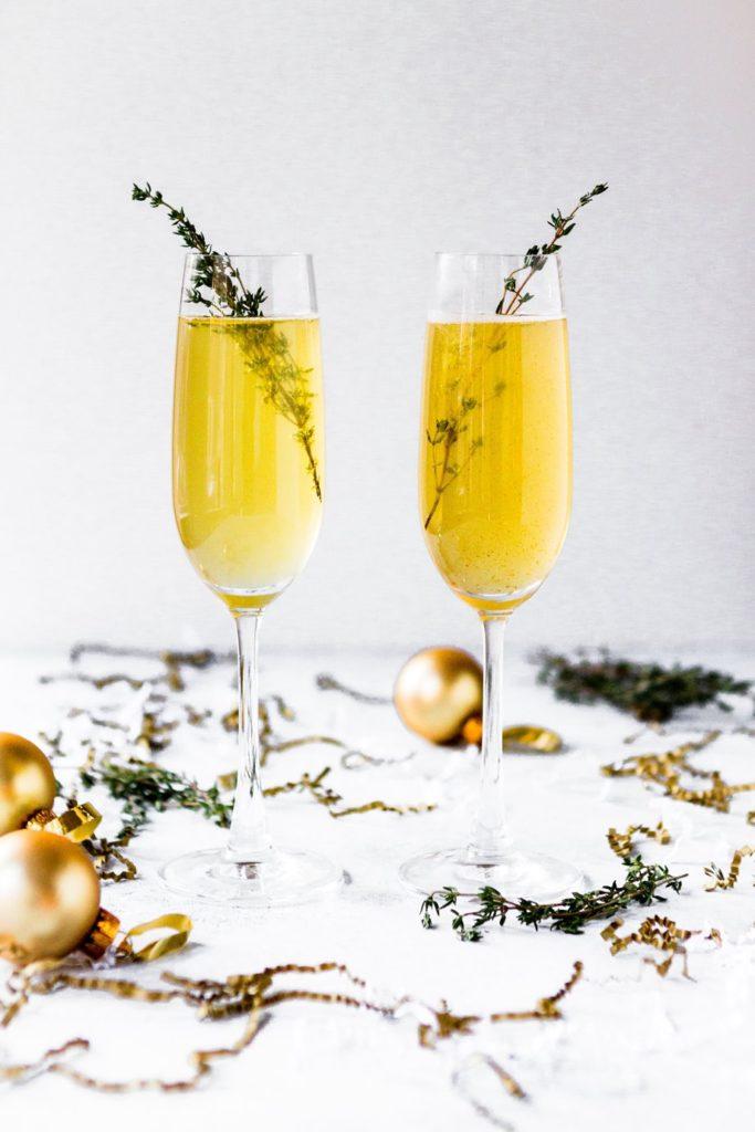copas de champán para celebrar los propósitos para 2019