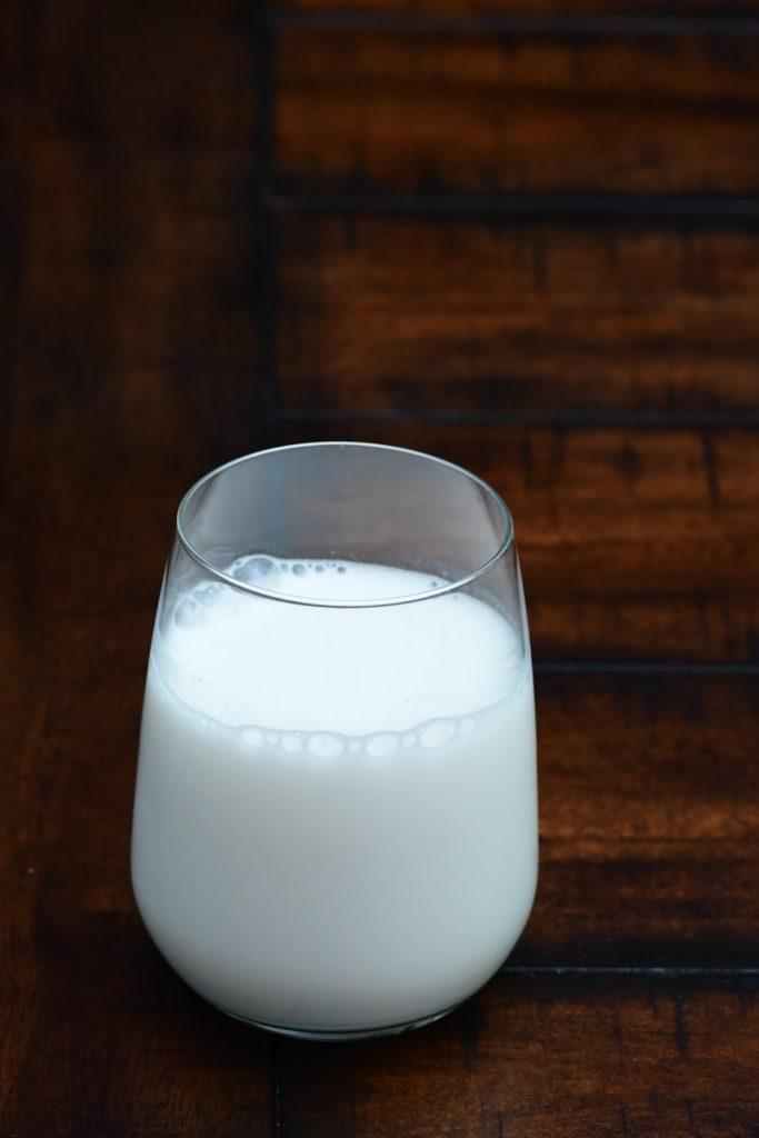 vaso de leche, ingrediente sopa de almendras