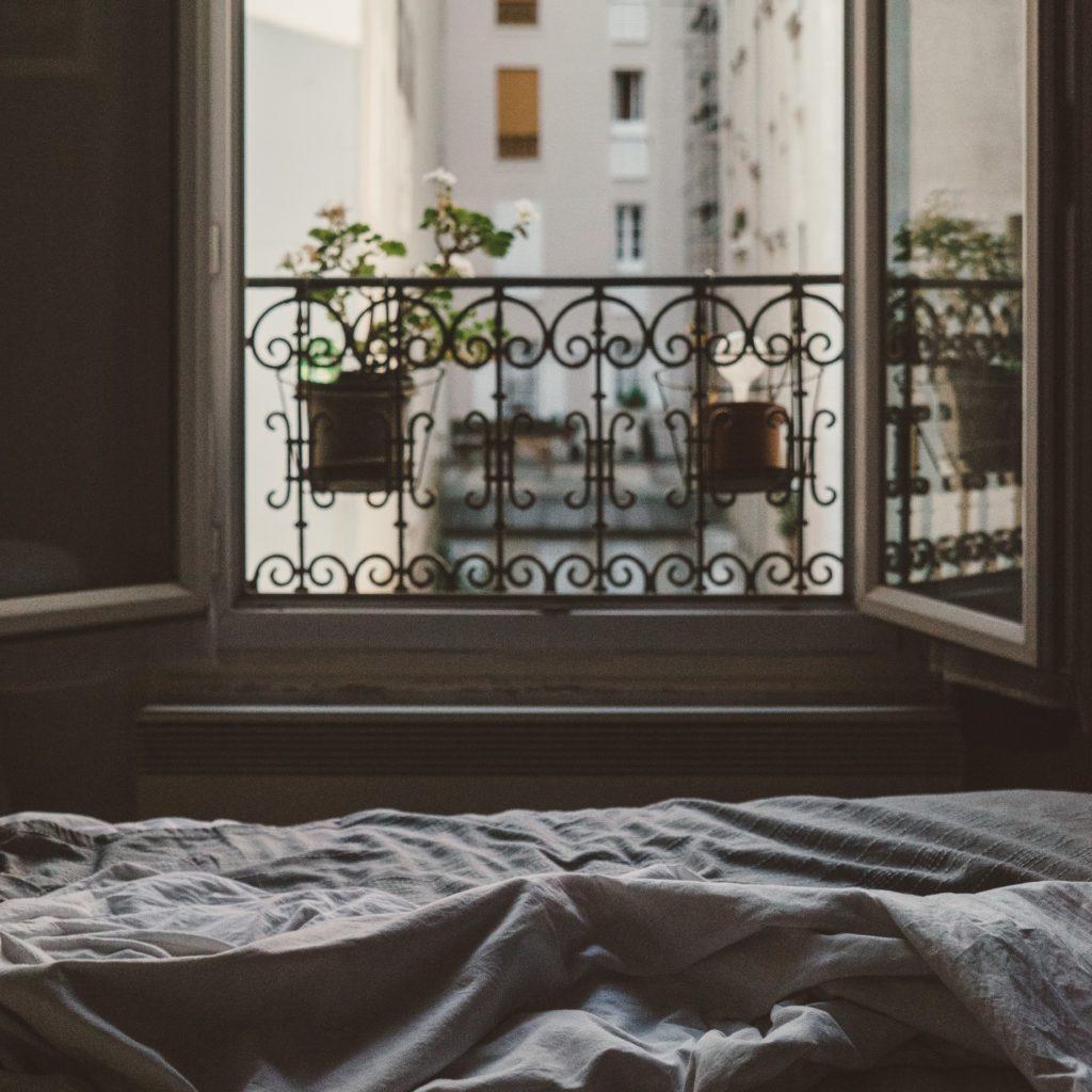 ventana con rejas