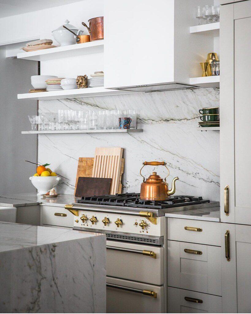 cocina del apartamento de Jackie Kai Ellis en París