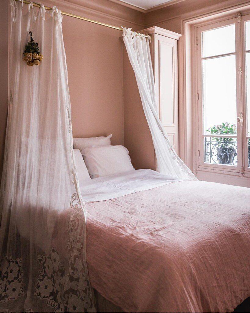 dormitorio del apartamento de Jackie Kai Ellis en París
