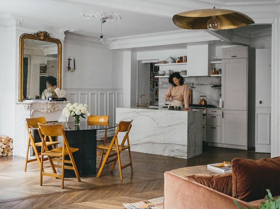 Jackie Kai Ellis en su apartamento de París