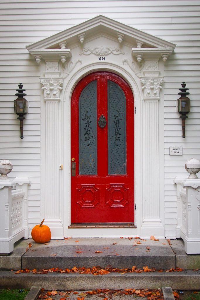 decoración de puerta de entrada en Halloween