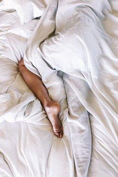 cuerpo en la cama