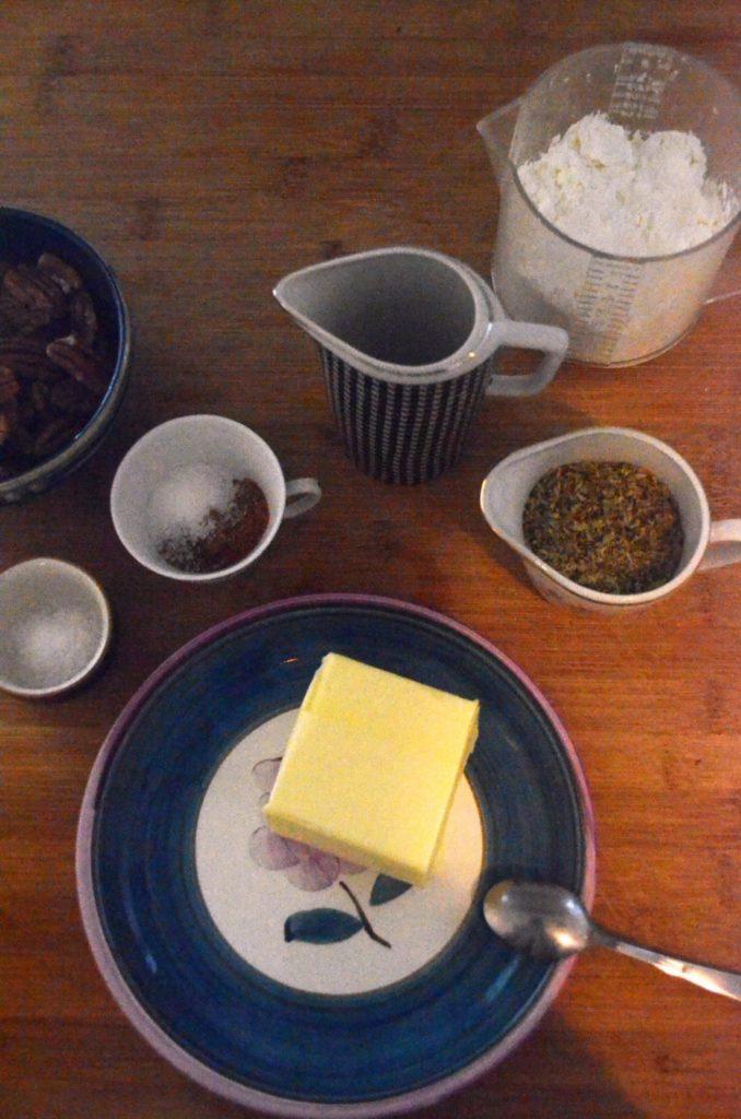 ingredientes para las galletitas de nueces y romero