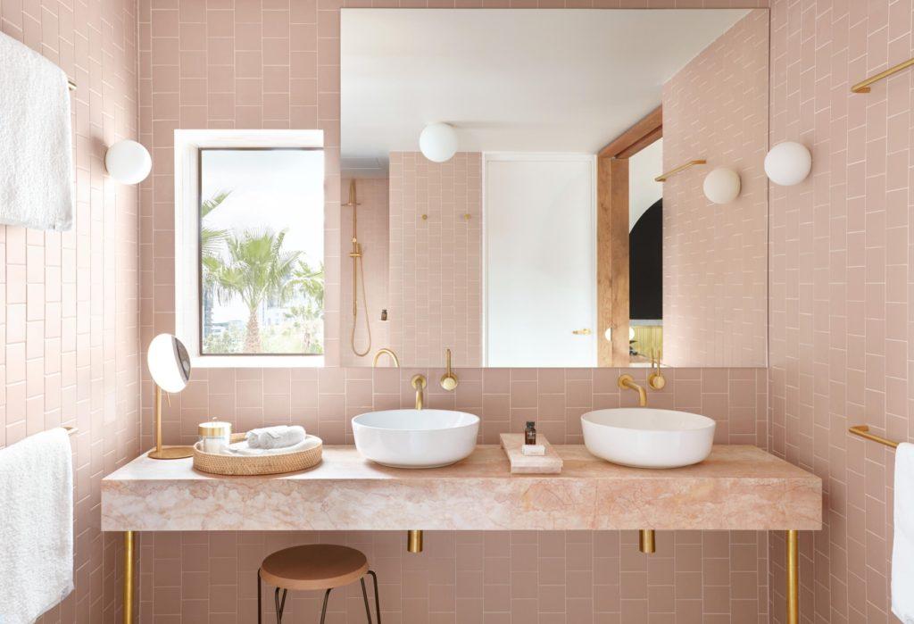encimera de baño en mármol rosa