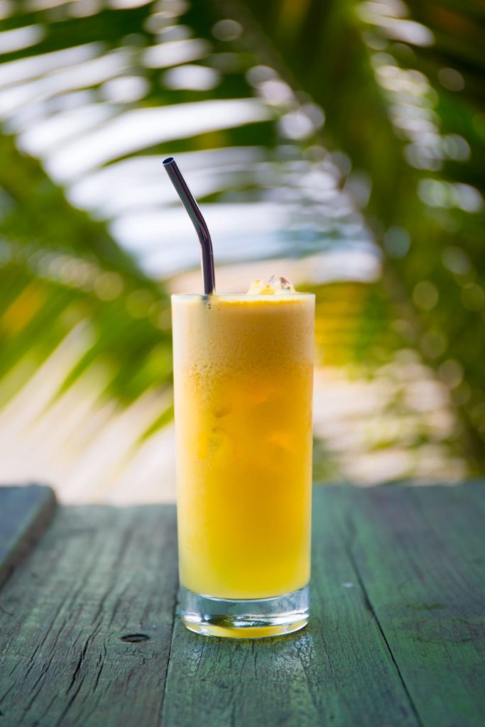 bebida con pajitas